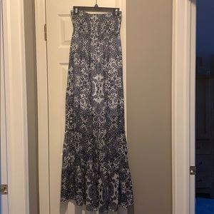 EUC GUESS Maxi dress